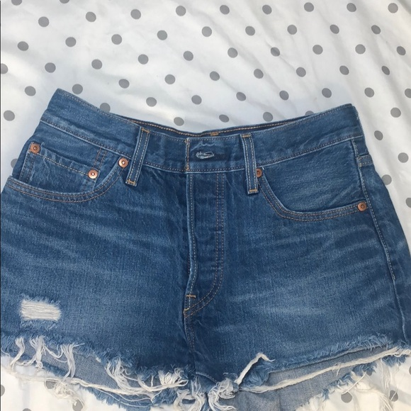LEVI 501 button up shorts w27